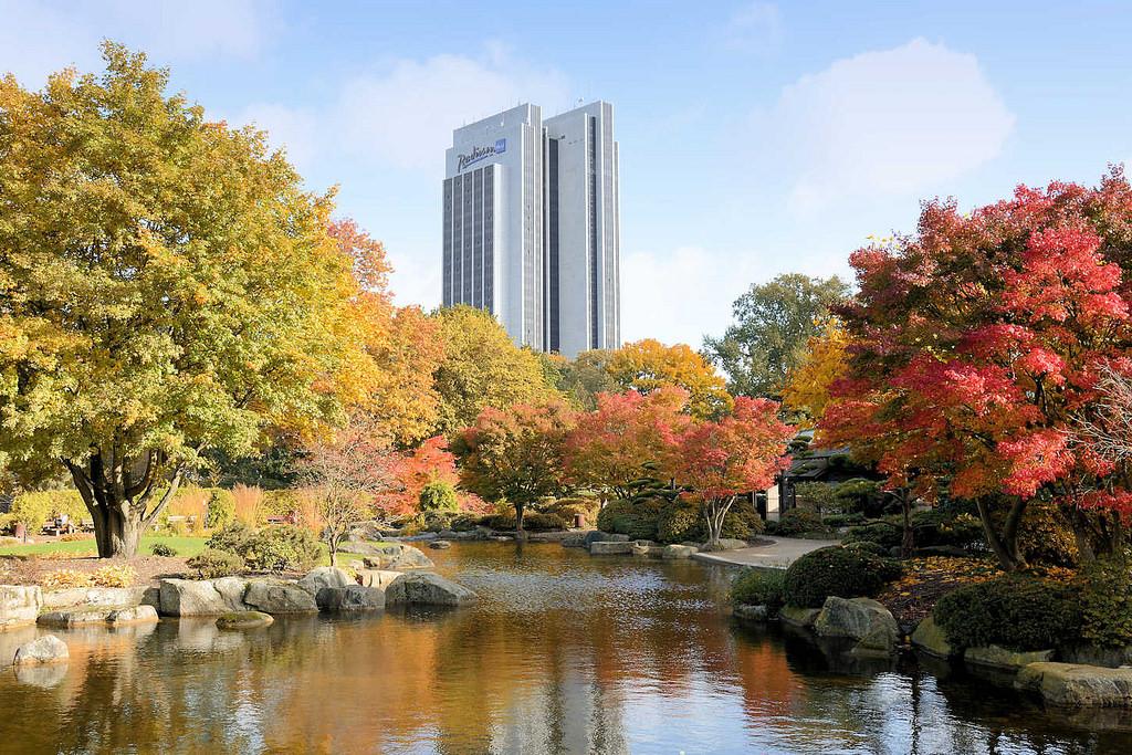 6408 Herbstbäume Im Japanischen Garten In Der Hamburger Innenstadt